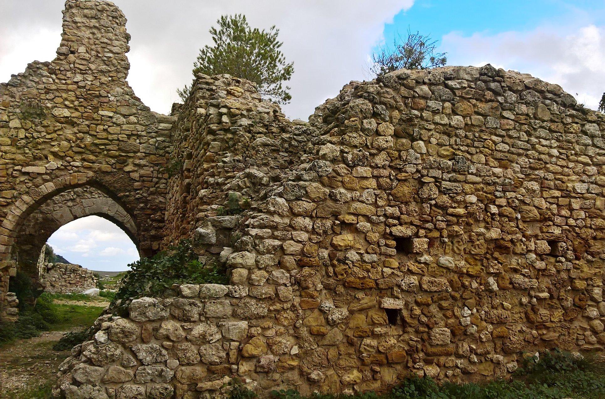 Urban Trekking alle falde della rocca del Castello Eufemio